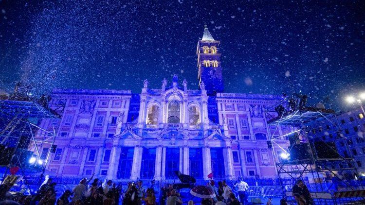 """O """"milagre da neve"""" diante da Basílica de Santa Maria Maior, em Roma"""